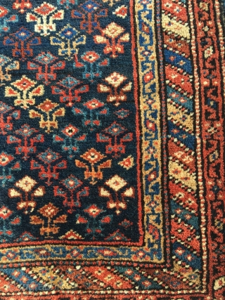 Complete Caucasian bag, half khorjin, Karabagh? Cotton warp and weft. Luminous wool, very nice triple borders. Front in very good condition, small moth bite, original sides and closure system. Small aniline highlight  ...