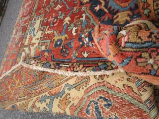 beautiful antique heriz serapi persian oriental rug.perfect colors great drawing full room size.for more info please send me an email.thanks