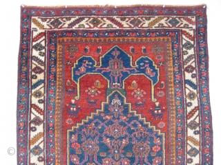 Antique Persian Bidjar rug, Kurdish weaving from the Bijar area, Kurd-Bijar, hand knotted wool, Iran, ca.1910, a blue anchor medallion filled with Herati design on a red field, 4 men on horseback  ...
