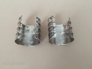 Central-Asia A pair of Turkmen ethnic tribal silver bracelet arm-band wiped with silver polisher Good condition Circa-1900-20 Size : ''6.5cm x 6cm'' - inner circumference : 14cm - Weight : 163 gr  ...