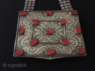 Central-Asia Turkmen antique silver heikel with old leather ethnic tribal silver bag fire gilded with cornalian collector silver bag-heikel Circa-1920 Size - Lenght : 61 cm - Height : 12.5 cm -  ...