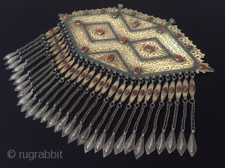 Central-Asia Turkmen-tekke (Gonchuk) necklace-pendant fire gilded with cornalian original ethnic tribal collector jewelry Great condition ! Circa-1900 Size - Height : 30.3 cm - Lenght : 33.4 cm - Weight : 740  ...