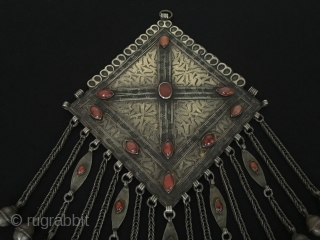 Central-Asia Turkmen-tekke antique tribal silver necklace-pendant (Gonchuk) fire gilded with cornalian collector piece. Fine condition ! Circa-1900 or earlier Size- Height : 30.5 cm - Width : 19 cm - Weight :  ...