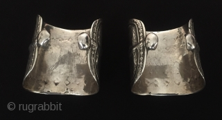 Central-Asia Talismanic design A pair of old Turkmen-Yomud ethnic vintage silver bracelets (olam) Very fine condition ! Circa-1900 Size - Height : 7 cm - Width : 6 cm - Weight :  ...