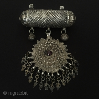 Central-Asia A beautifull from Afghanistan old traditional silver tassel-pendant with gemstone-garnet Good condition ! Circa-1900 or earlier Size - Height : 15 cm - Width : 10 cm - Weight : 95  ...