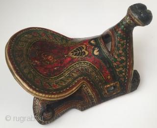 Central-Asia Rare A beautifull antique Uzbek-Turkmen wooden horse saddle Very fine condition ! Circa - 1900 or earlier Size - Height : 26 cm - Lenght : 44 cm - Width :  ...
