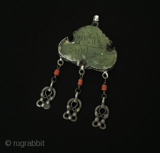 Central-Asia Uzbek-turkmen late 19th silver pendant for hand-writing with jade and coral Excellent condition ! Size - Height : 10 cm - Width : 5.5 cm - Weight : 36 gr Thank  ...