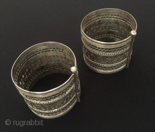 Central-Asia Afghanistan-Kuchi A pair of vintage silver cuff bracelets open work very fine handcrafted Circa-1900 Size - Height : 5.2 cm - Width : 6.3 cm - Weight : 114 gr Thank  ...