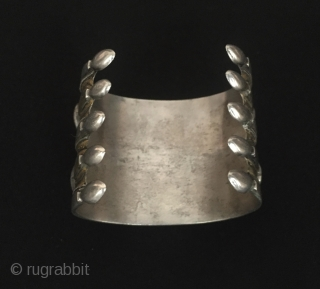 Central-Asia Turkmen-tekke vintage silver cuff bracelet (Arm-band) fire gilded with cornalian original ethnic tribal jewelry / jewellery Fine condition Circa - 1930-50 Size - Height : 5.5 cm - Width : 6.5  ...