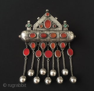 Central-Asia Rare A beautifull ethnic Turkmen silver necklace (Tumar) with cornalian very fine handcrafted Excellent and Great condition ! Circa - 1900 Size - Height ''39'' - Width ''17.5''cm - Weight :  ...