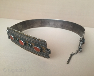 Central-Asia Turkmen-Yomud ethnic tribe silver necklace fire gilded with cornalian and gemstone Excellent condition ! Circa - 1900 Size - ''19 cm x 18 cm'' - Height : 4.8 cm - Weight  ...