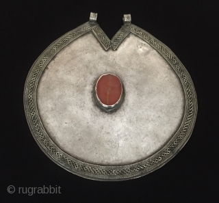 Central-Asia Turkmen-ersary a beautifull traditional silver pendant with old cornalian original ethnic tribal jewelry-jewellery Good condition ! Circa - 1900 or earlier Size - ''16 cm x 15.3 cm'' - Circumference :  ...