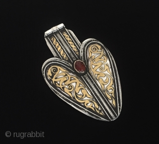 Central-Asia Turkmen-tekke iskendery design silver pendant (Asyk) fire gilded with cornalian Fine condition ! Circa - 1900 or earlier Size - Height : 11.2 cm - Width : 7 cm - Weight  ...