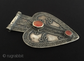 Central-Asia Turkmen a beautifull ethnic tribal silver pendant (Asyk ) with cornalian Excellent condition ! Circa - 1900 Size - Height : 10.2 cm - Width : 6.8 cm - Weight :  ...