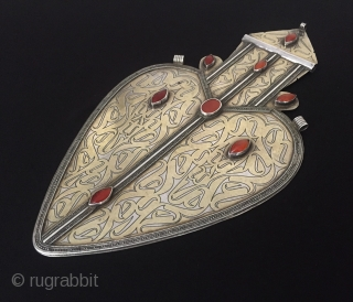 Central-Asia Turkmen-tekke ethnic traditional silver pendant (Asyk) Fine gilded with old cornalian Excellent condition ! Circa - 1900 Size - Height : 29.5 cm - Width : 16 cm - Weight :  ...