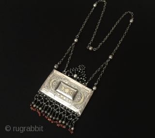 Central-Asia Uzbekistan vintage traditional silver necklace fire gilded with coral and silver beads Best condition ! Circa - 1900 Size - Lenght : 49 cm - Height : 13.5 cm - Width  ...