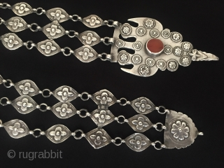 Central-Asia Ersary-Turkmen a beautifull antique traditional silver headdress jewelry with cornalian very fine handcrafted Excellent condition ! Circa - 1900 or earlier Size - Lenght : 38 cm Width : 6.3 cm  ...
