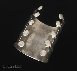Turkmen antique tribal silver cuff bracelet - Arm band original ethnic Turkmen jewelry. Circa - 1900 Size - '' 8.5 cm x 6.5 cm '' Weight : 144 gr. Thank you for  ...