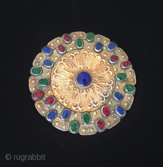 Central-Asian Turkmen-yomud ethnic tribal old silver Gulyhaka button fire gilded and with gemstone amulet necklace Circa - 1900 Size - 11 cm x 11 cm - Circumference : 35 cm - Weight  ...