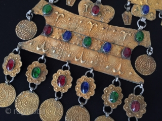 Central - Asian Antique Turkmen - yomud ethnic tribal silver necklace fire gilded and with gemstone. Collector piece. Circa - 1900 Size - Height : 33.5 cm - Width : 13.5 cm  ...
