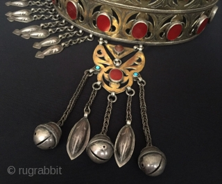 Central-Asia A beautifull ethnic Turkmen traditional silver crown very fine gilded with cornalian and turquoise Great and Excellent condition ! Circa - 1920 - 40 Size - Height : 23 cm -  ...