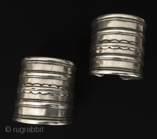 Central-Asia Antique Turkmen-ersary pair of traditional silver cuff bracelets Arm-band original ethnic tribal jewelry / Turkoman jewellery Great condition ! Circa - 1900 or earlier Size : ''6.8 cm x 6.5 cm''  ...