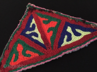 Turkmen / Turkoman embroidered talismanic amulet Fine condition ! Size - Height : 8.5 cm - Lenght : 15 cm Thank you for visiting my rugrabbit store !