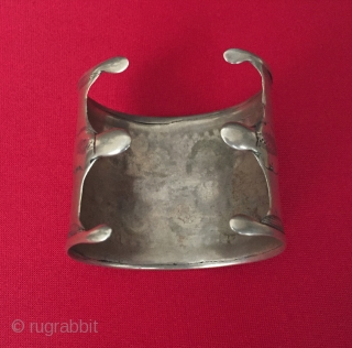 Central-Asia Ethnic Turkmen traditional silver bracelet Arm-band Circa - 1900 Size - ''5.7 cm x 6 cm'' - İnner circumference : 14 cm - Weight : 60 gr Thank you for visiting  ...