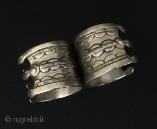 Central-Asia A pair of Turkmen-ersary ethnic traditional silver pretty bracelets original tribal turkoman jewellery Fine condition ! Circa - 1900 Size - '' 4 cm x 6 cm '' - İnner circumference  ...