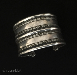 Central-Asia Ethnic Turkmen-ersary very fine workmanship traditional silver cuff bracelet (Arm-band) Great condition ! Circa - 1900 Size - '' 4.2 cm x 6.5 cm '' - İnner circumference : 14.5 cm  ...
