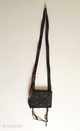Central-Asia Antique Afghanistan old leather with silver heikel collector bag Good condition ! Circa - 1900 Size - Lenght : 67 cm - Height : 11.5 cm - Width : 15 cm  ...