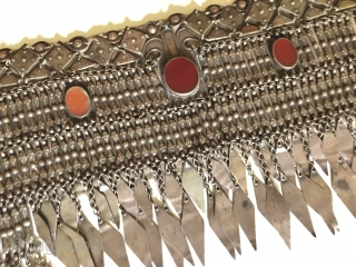 Central-Asia Turkmen-Ersary Ethnic traditional silver headpiece with cornalian original tribal jewelry  Fine condition ! Circa 1900 Size - Lenght : 78 cm - Width : 33 cm - Weight : 660  ...