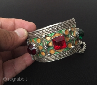 Moroccon berber silver bracelet with enamal Size ''6 cm x 6 cm'' - İnner circumference : 17.5 cm - Weight : 72 gr Thank you for visiting my rugrabbit store !   ...