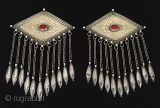 Central-Asia A pair of Turkmen-tekke ethnic tribal silver donbaghcık gold washed with cornalian original turkmen traditional jewelry Fine condition ! Circa - 1900 Size - Lenght : 24.5 cm - Height :  ...