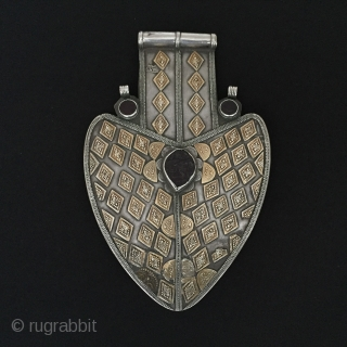Central-Asia Turkmen-Yomud antique tribal silver pendant asyk great working excellent condition fire gilded original ethnic turkmen jewelry Circa-1900 Height ''21'' - Width ''13.5'' cm - Weight : 266 gr Thank you for  ...