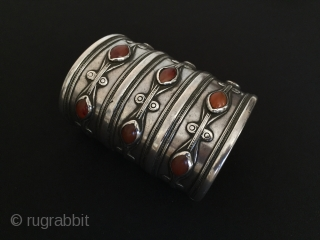 Central-Asia Turkmen-Ersary Antique Tribal Cuff Bracelet with cornalian original ethnic turkmen art jewelry Circa-1900 Size : 8.5 x 6.5cm - Weight : 264 gr Thank you for visiting my rugrabbit store !  ...
