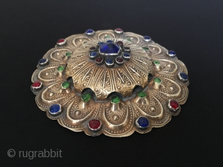 Central-Asia Turkmen-Yomud Antique Silver Pendant Gulyhaka with glass fire gilded original ethnic tribal jewelry Excellent condition Circa-1900 Size : 11.5 cm x 11.5 cm Circuference : 36 cm - Weight : 191  ...