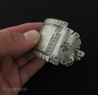 Central-Asia Antique Turkmen Silver Cuff Bracelet - Arm band Very fine all silver handcrafted original ethnic tribal jewelry Fine condition ! Circa - 1900 Size - Height : 4 cm - Width  ...