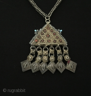 Central-Asia Uzbek ethnic tribal silver polite necklace fire gilded with coral and old glass beads Good condition ! Circa - 1900 Size - Lenght with chain : 38 cm - Height :  ...