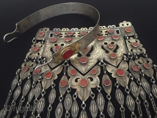 Central-Asia A beautifull antique Turkmen-tekke ethnic tribal silver necklace fine fire gilded with old cornalian talismanic design original ethnic Turkmen jewelry / jewellery This is Turkmen / Turkoman collector piece. Great condition  ...