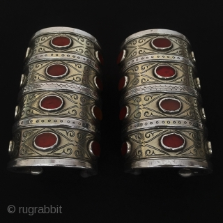 Central-Asia Turkmenistan A pair 4 (goshma) Silver Tribal Bracelet with cornalian beautifull fire gilded Late-19th Excellent condition Size : ''11cm x 6.5cm'' - Weight : 680 gr Thank you for visiting my  ...
