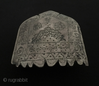 Antique silver belt buckle Circa - 1900 or earlier Size - Height : 5.9 cm - Width : 4.9 - Weight : 22 gr Thank you for visiting my rugrabbit store !  ...