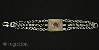 Central-Asian Ethnic Turkmen-tekke silver tribal bracelet gilded and with cornalian Circa - 1900 Size - Lenght : 18 cm - Width : 2.5 cm - Weight : 20 gr Thank you for  ...