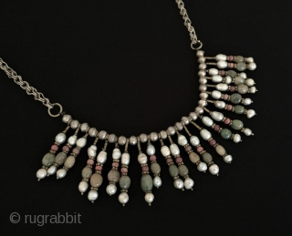Central-Asian A beautifull Uzbek silver necklace with gemstone and silver beads. Circa - 1900 Fine condition ! Size - Height : 30 cm - Weight : 47 gr Thank you for visiting  ...