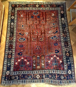Cute and old Neiriz rug with tree of life washed and clean: ready to go. 200 cm x 150 cm.