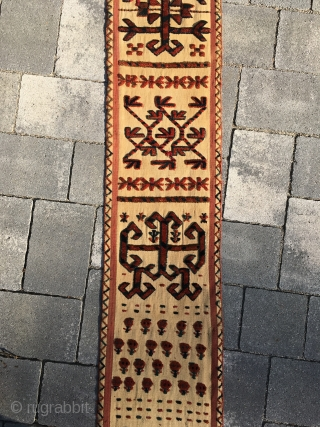 Early Saryk Tentbandfrag: 280 x 25 cm. Very rare and authentic Turkmen piece. Great dyes and drawing.