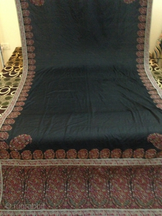 A antique french paisley collection long shawl 1850th century in black color which is Very rare to find. And it's made in same like Indian Kashmir shawl very light. colors are very  ...