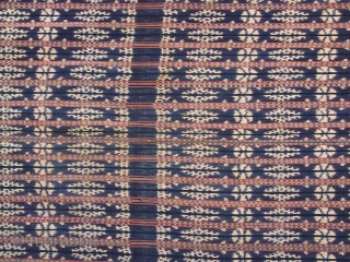 Ceremonial shoulder cloth, selendang, Raijua/Indonesia, mid 20th century Rectangular ikat cloth, traditional garment for men, partly hundspun cotton, handwoven, two panels, natural dyes, traditional design, pattern related to one of the island's descent  ...
