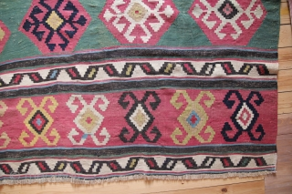 Kaukasische Kelim Kuba region east Kaukasus. Rare green colors with so-colled spider güls. Wool on Wool With beautiful natural colors. Minimal signes of wear rare, sought-after collectors's item. Age: 1880 Size: 270 x 190 cm    ...