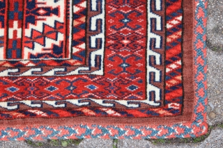 Jomud Asmalyk  around 1900 Wool on Wool Natural color, in ecellent original condition. Size: 134x77cm